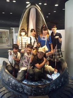美ら海水族館 ザトウクジラの実物大の口の中で